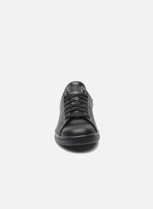 Sneakers adidas originals Stan Smith Nero modello indossato
